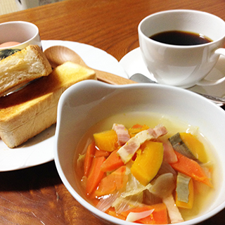 Thick toast, Boiled egg, Salada and Drip Coffee
